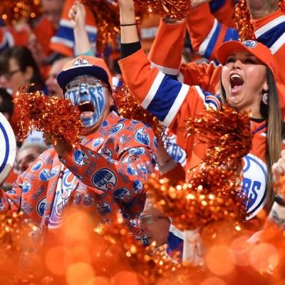 Edmonton-Oilers-Fans-Cheering